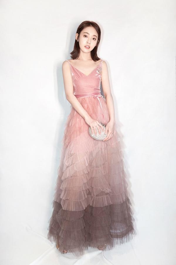 张佳宁变甜嫩少女  图片源自视觉中国