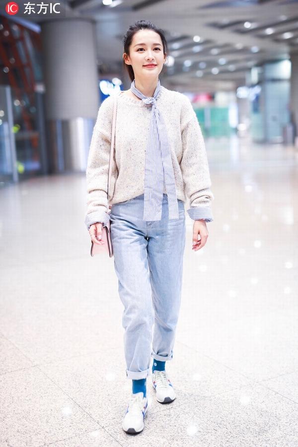 李沁毛衣+牛仔裤   图片源自东方IC