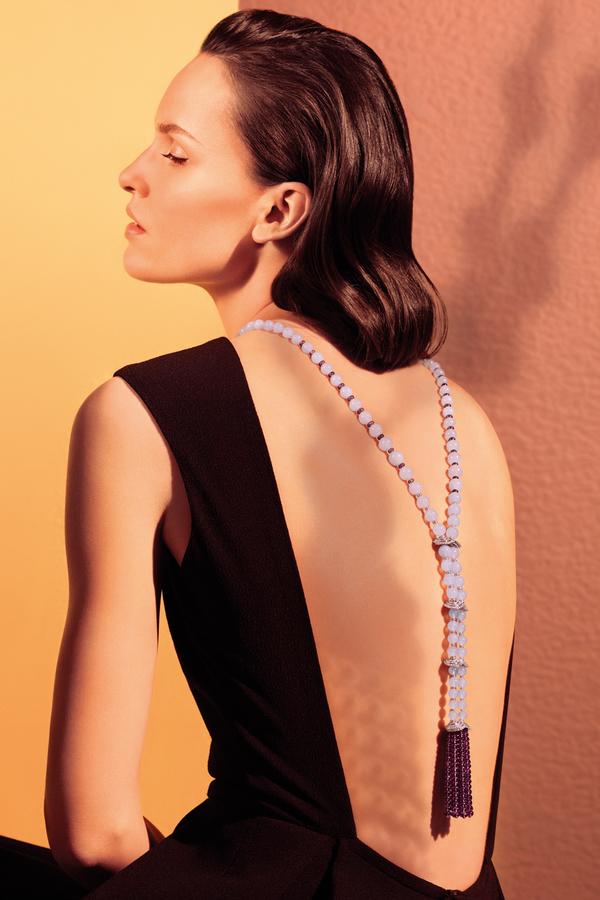 流苏项链最优雅佩戴就是露背晚礼背戴