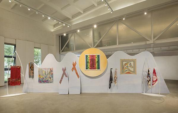 跃动色彩与流畅几何线条构筑了爱马仕女性世界