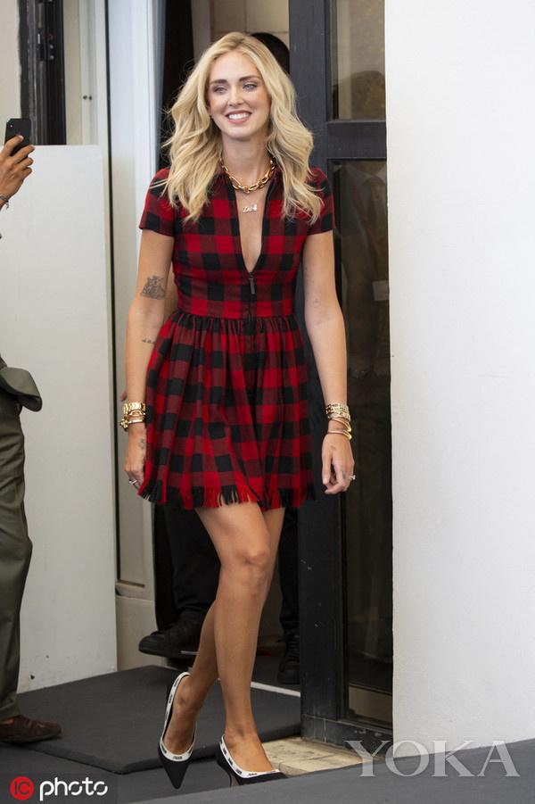时尚博主Chiara Ferragni,身穿Christian Dior连衣裙