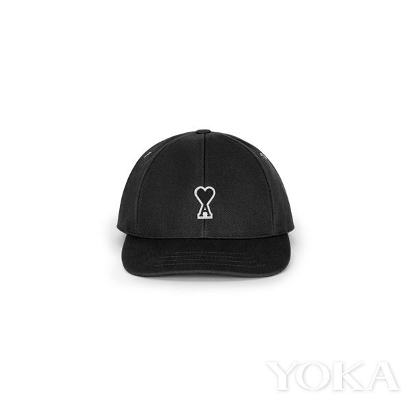 单品推荐:AMI Alexandre Mattiussi黑色棒球帽(图片来源于品牌)