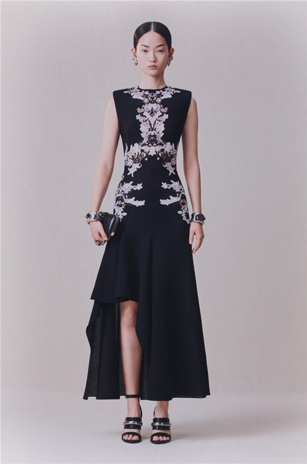 Alexander McQueen 2020年早秋女装系列(图片来源于品牌)
