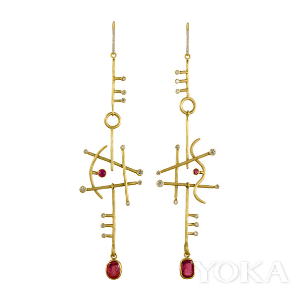 单品推荐:Margery Hirschey x Gemfields large Orpheus ruby earrings耳饰(图片来源于品牌)