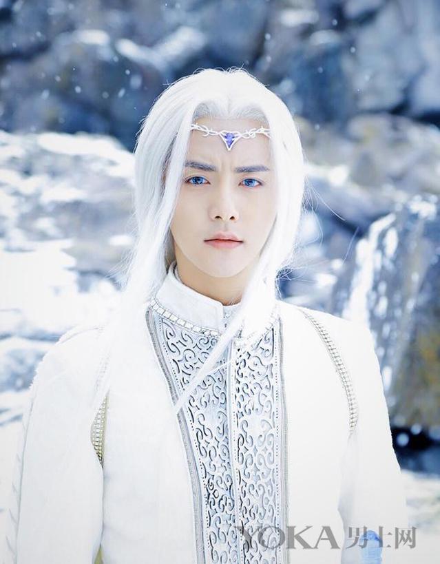 【最新】冯绍峰马天宇戴蓝色美瞳染白发 这实在太辣眼睛